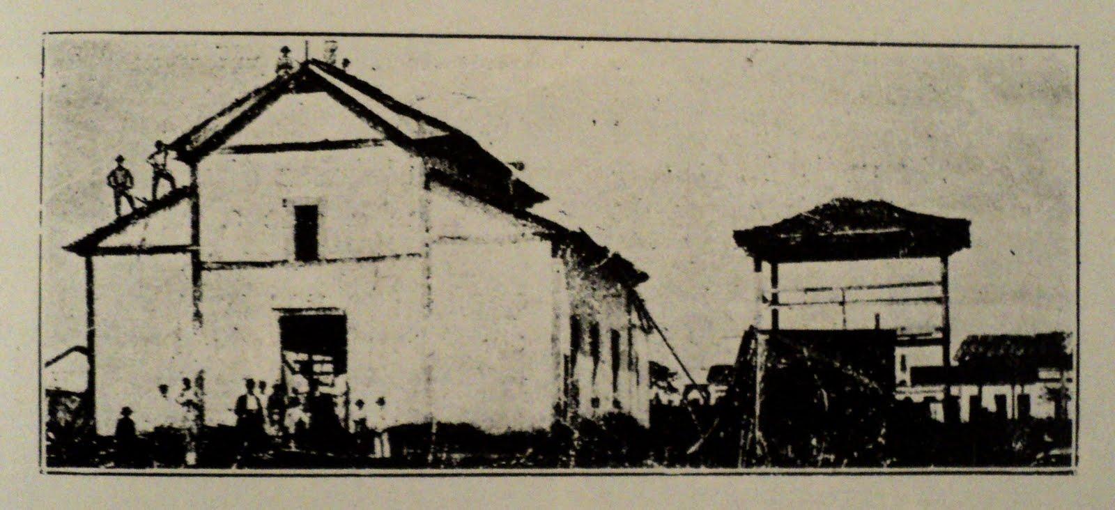 A Primeira Capela que serviu como Matriz a Rio Preto até 1912 (CAVALHEIRO; LAURITO, ÁLBUM ILUSTRADO DA COMARCA DE RIO PRETO. 1ª EDIÇÃO 1927-1929, p. 271).