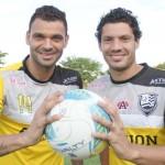 Os jogadores Paulinho e Vitor Hugo orgulham o pai, que é gandula do CAV