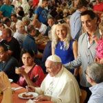 Visita ilustre: Papa janta com os pobres