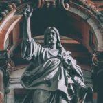 Festa de Halloween macabra em uma igreja católica? Isso é o que deve saber