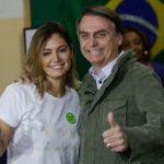 Bolsonaro fala sobre cheque de ex-assessor para primeira-dama