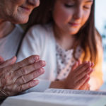 Nova pesquisa revela os efeitos da fé no cérebro