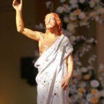 Imagem de Jesus manchada de sangue, na igreja atacada em Negombo
