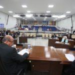 Guilherme Baffi 10/9/2019 | Presidente da Câmara, Paulo Pauléra, observa vereador Anderson Branco, com demais parlamentares de Rio Preto ao fundo, na sessão de terça, 10