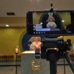 Missa sendo transmitida em rede social na Paróquia São Francisco de Assis, em São José do Rio Preto Foto: Pascom