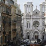 Ao fundo, a Catedral de Notre-Dame, de Nice