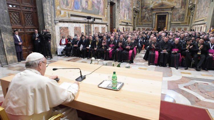 Papa e os missionários da misericórdia