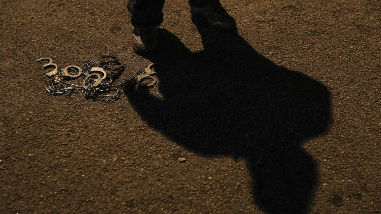 Papa: combater o tráfico de seres humanos