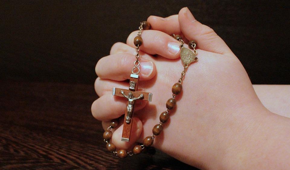 Saiba a importância de rezar o terço todos os dias