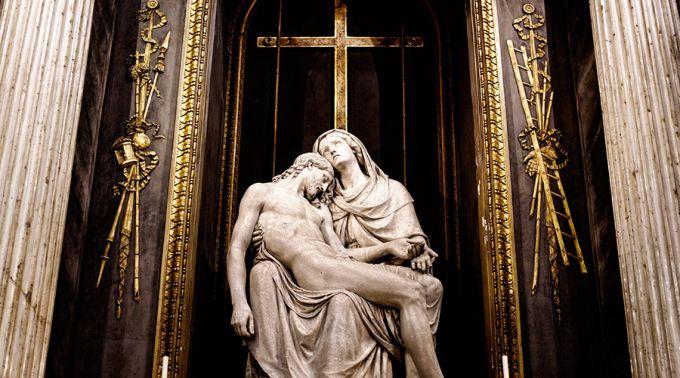 4 chaves para entender o sofrimento humano unido à Paixão de Cristo