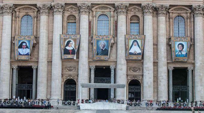 Os retratos oficiais dos 5 novos santos